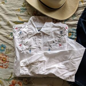 Wrangler | white floral embroidery button up